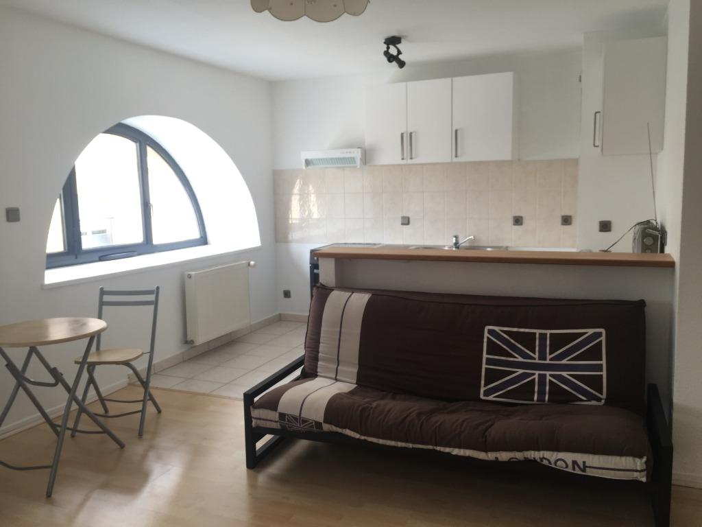 location louer appartement de 2 pi ces metz 57000 en moselle agence immobili re. Black Bedroom Furniture Sets. Home Design Ideas